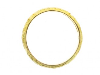 Engraved wedding ring in 18 carat yellow gold, English, circa 1911.