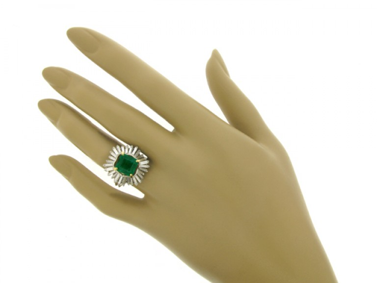 hand view boucheron emerald diamond ring hatton garden berganza