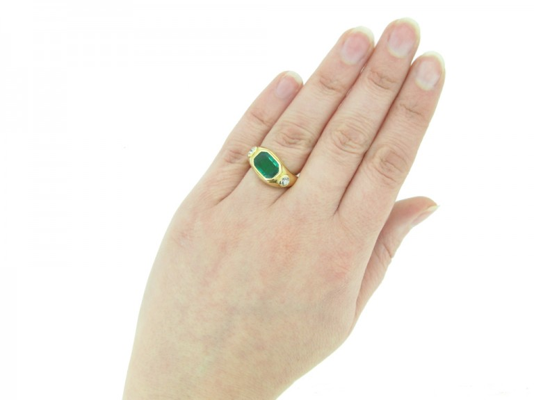 hand Boucheron emerald diamond ring berganza hatton garden