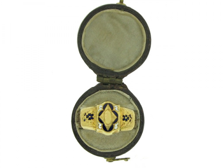boxed view Georgian hair ring, circa 1800.