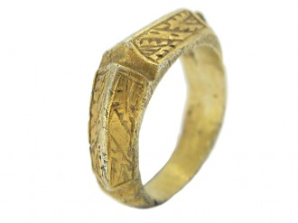 front view Medieval iconographic ring in silver gilt, 15th   early 16th century.