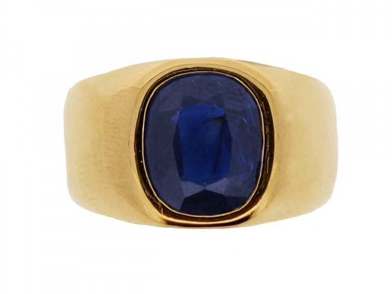 front view Sapphire ring in 18ct g