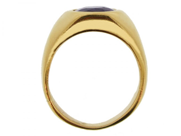 back view Sapphire ring in 18ct gold, French, circa 1970.