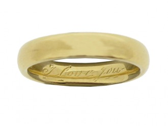 Tiffany & Co. wedding ring in 18 carat gold, American, circa 1940.