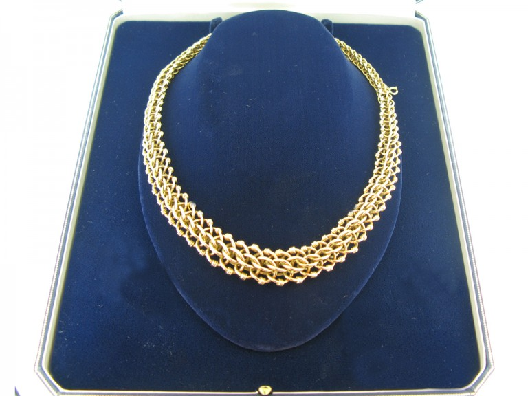 Vintage intricate chain necklace in 18 carat gold, French, circa 1940s.