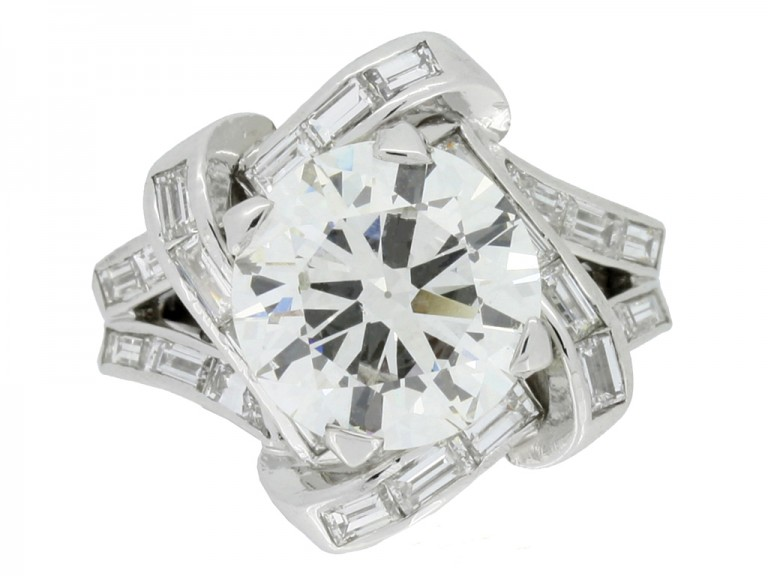 front view Mauboussin diamond cluster ring, French,