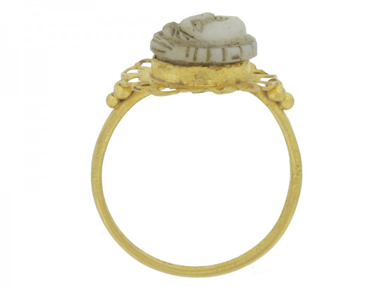 back view Ancient Roman gold ring with cameo,