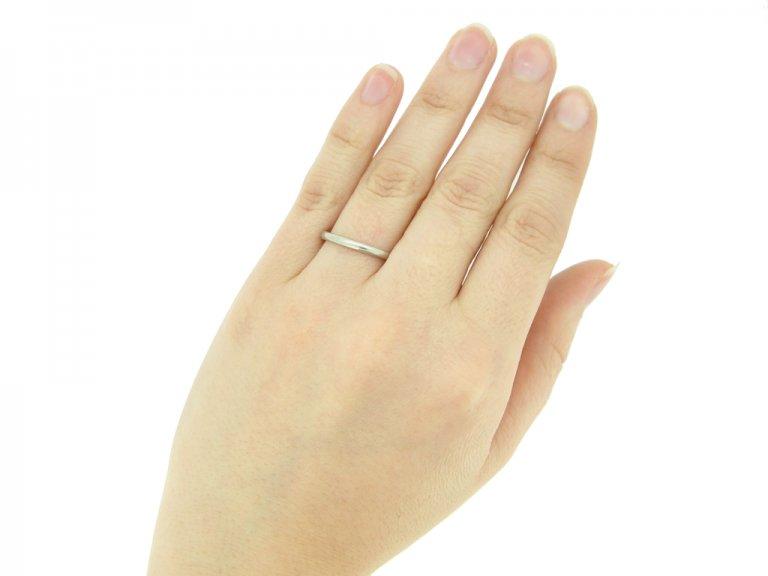 Wedding ring in platinum, circa 1930s.