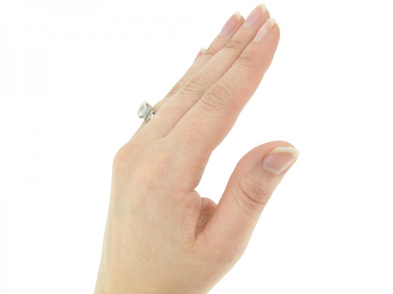 hand view Mellerio art deco old mine diamond ring, French
