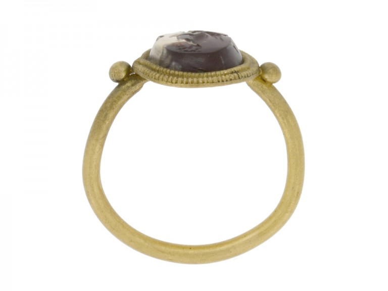 back view Ancient Roman gold ring with intaglio of Victoria