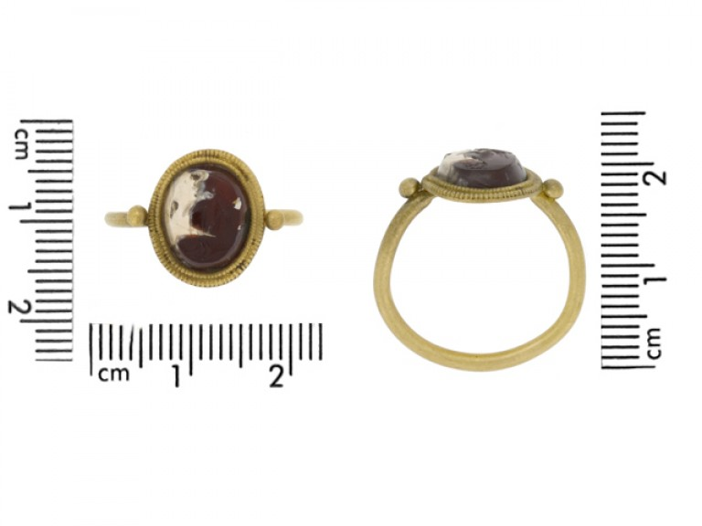 size view Ancient Roman gold ring with intaglio of Victoria