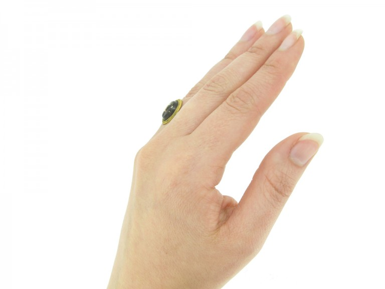 hand view Ancient Roman gold ring with intaglio of Victoria