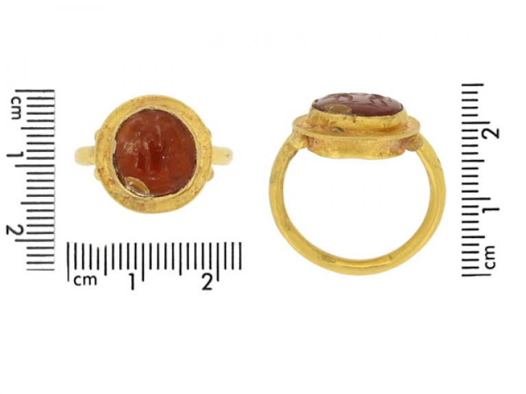 size view Ancient Roman gold ring with cornelian intaglio of wrestling putti