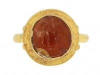front view Ancient Roman gold ring with cornelian intaglio of wrestling putti