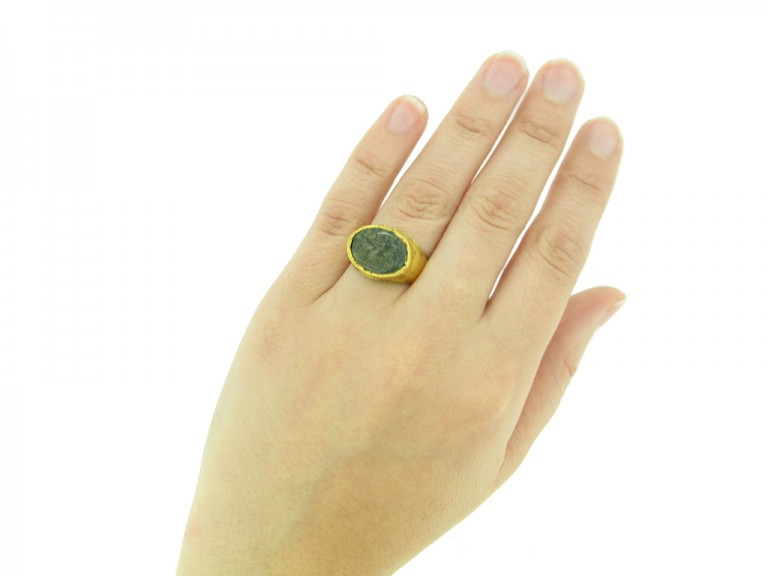 hand view front Ancient Roman intaglio ring