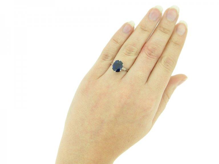 hand view Boucheron Paris solitaire Burmese sapphire and diamond ring