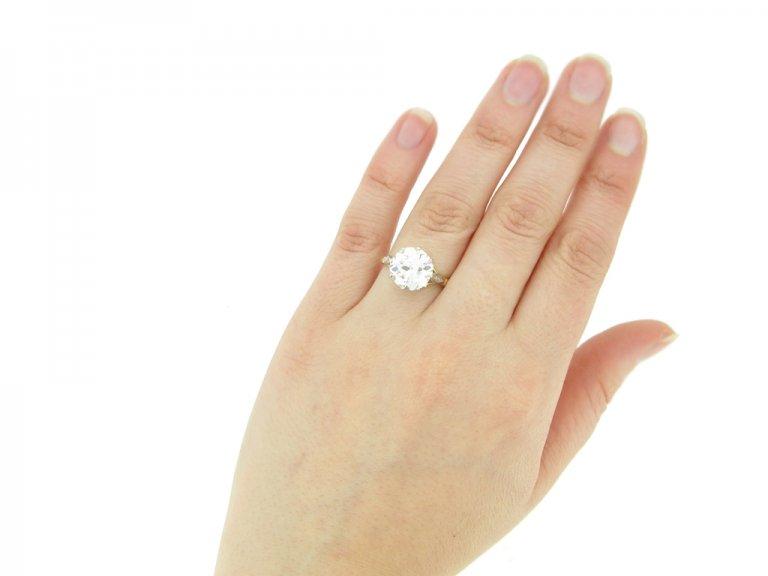 hand view Edwardian solitaire diamond ring, circa 1910.