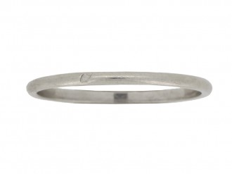 front view Wedding ring in platinum, French, circa 1920.