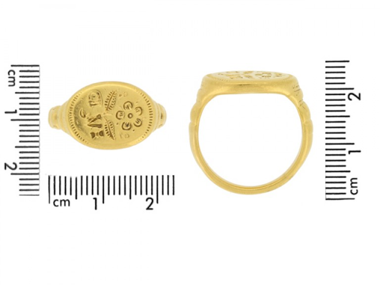 size view Jacobean gold signet ring, circa late 16th   early 17th century.