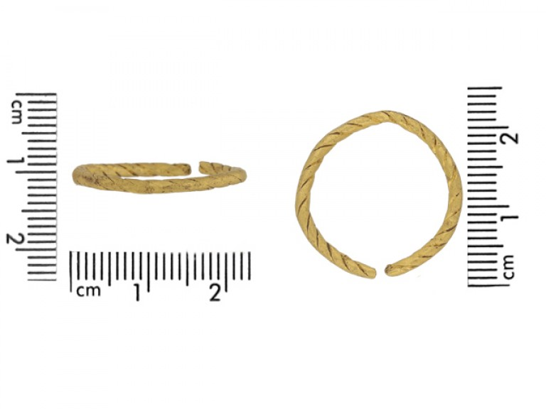 size view Viking gold penannular ring, circa 9th   11th century.