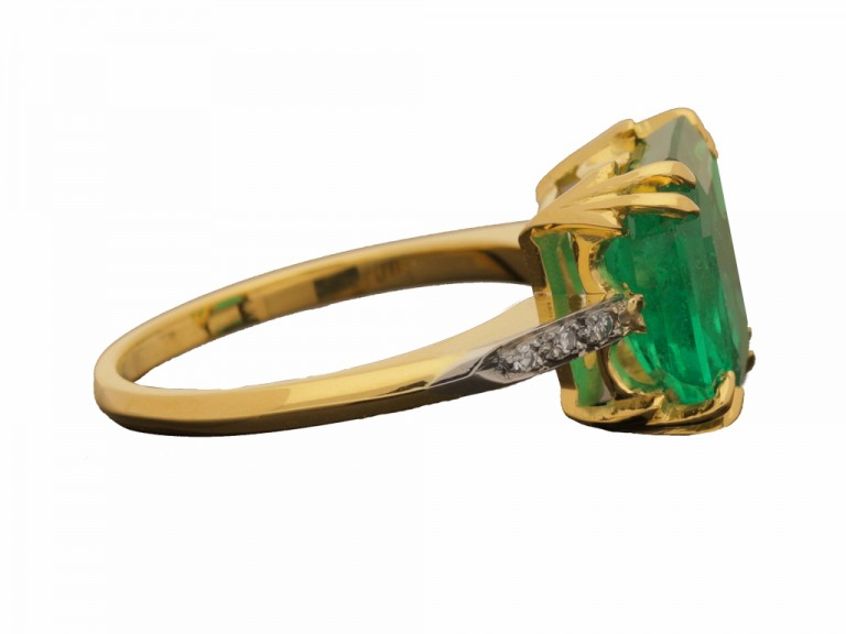 side view Colombian emerald and diamond ring, circa 1940.