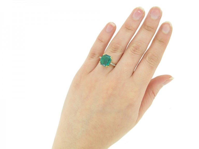 hand view Colombian emerald and diamond ring, circa 1940.