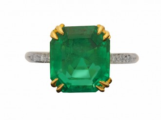 front view Colombian emerald and diamond ring, circa 1940.