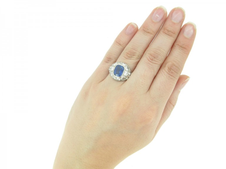 HAND VFIEW Sapphire and diamond cluster ring, French, circa 1930.