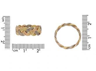 Vintage three colour gold wedding ring, circa 1970.