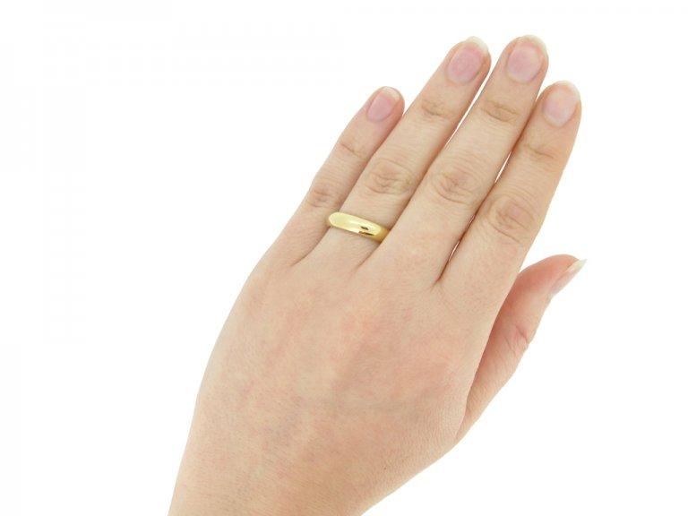 Tiffany & Co. wedding ring in 18ct gold, circa 1950s.