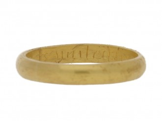 front view Gold posy ring 'Hearts united live contented', circa 18th century.