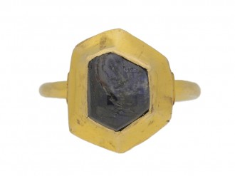 front view Medieval sapphire cabochon gold ring, circa 14 15th century.