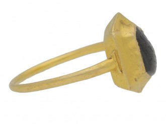 side view Medieval sapphire cabochon gold ring, circa 14 15th century.