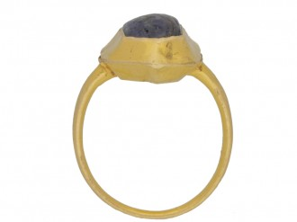 back view Medieval sapphire cabochon gold ring, circa 14 15th century.
