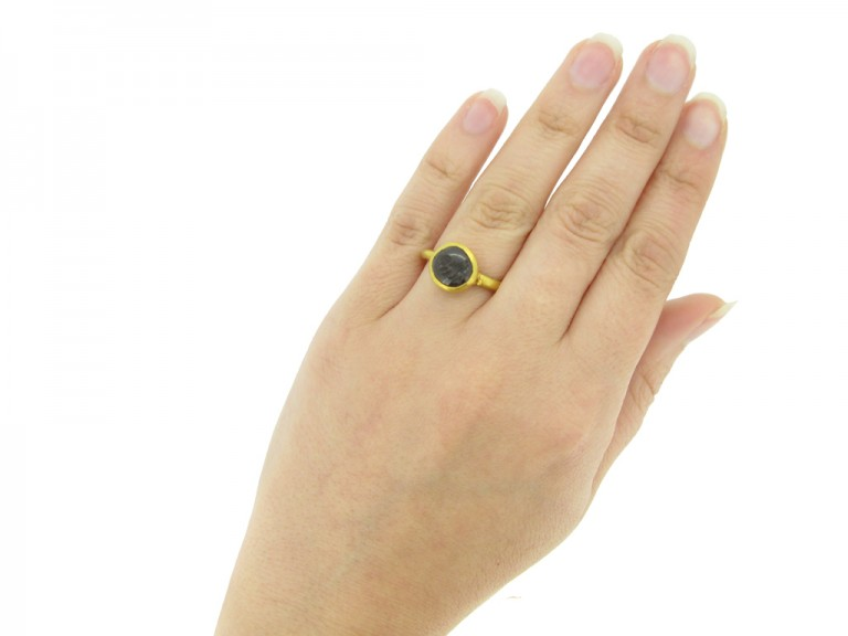 Ancient Roman gold intaglio ring berganza hatton garden