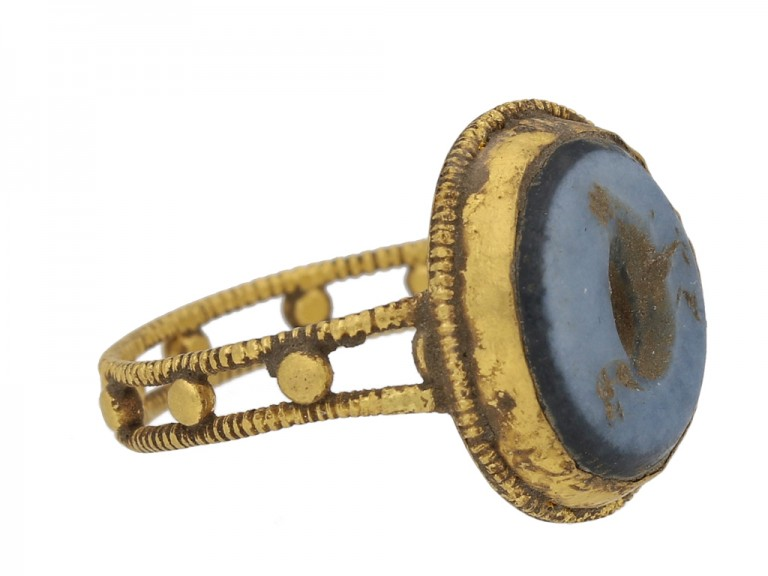 Ancient Roman sardonyx goose intaglio ring, circa 2nd 4th  century AD. berganza hatton garden