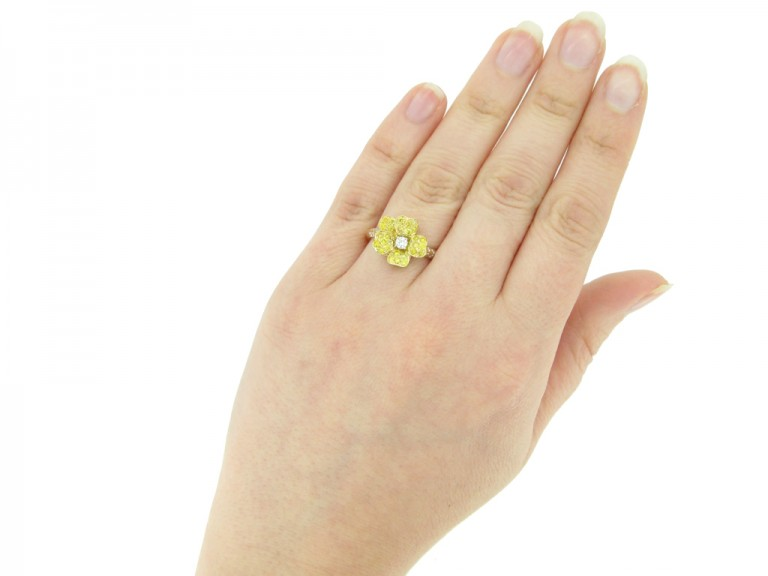 yellow diamond flower ring Oscar Heyman berganza hatton garden