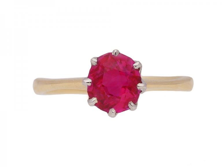 front view Natural Burmese ruby vintage ring berganza hatton garden