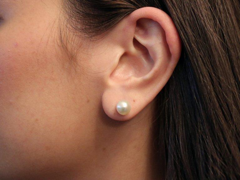 vintage Natural pearl stud earrings berganza hatton garden