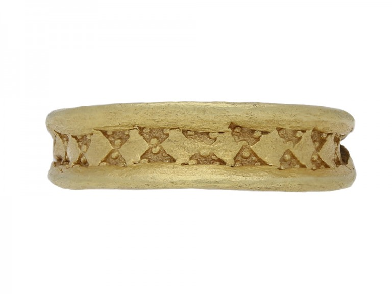 Viking stamped triangle ring in gold,