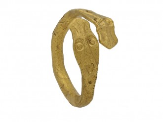 ancient gold cross over ring berganza hatton garden