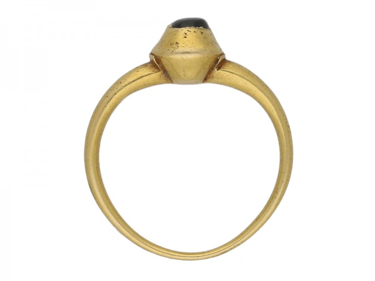 front Medieval cabochon sapphire ring berganza hatton garden