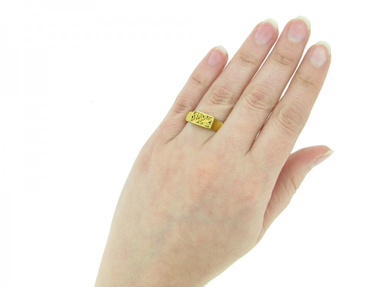 front Post medieval gold ring hatton garden berganza