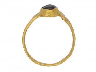 front Medieval sapphire gold ring hatton garden berganza