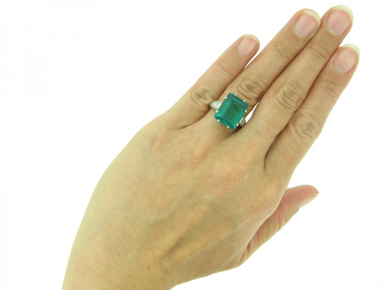 front Colombian emerald diamond ring berganza hatton garden
