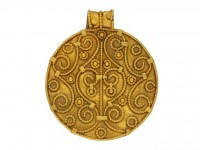 Viking yellow gold pendant berganza hatton garden