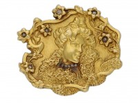 Signed Art Nouveau gold brooch