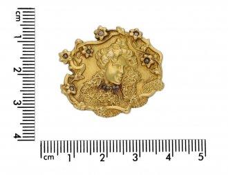 Signed Art Nouveau gold brooch