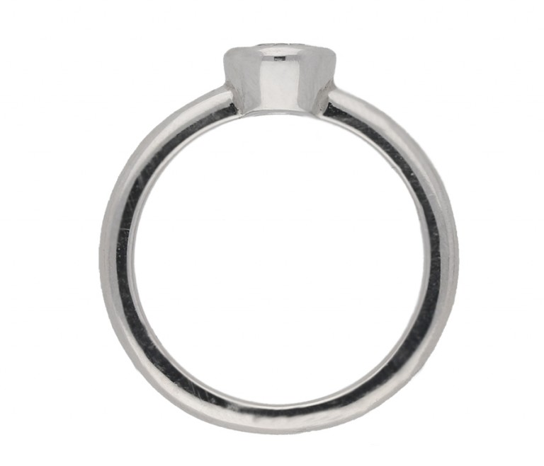 Diamond solitaire ring in platinum