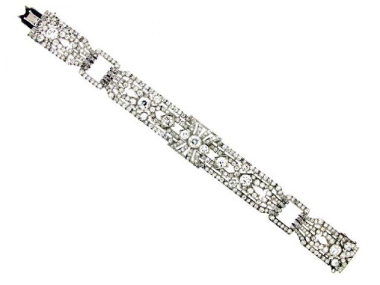 full view Exceptional diamond bracelet in platinum, circa 1920.